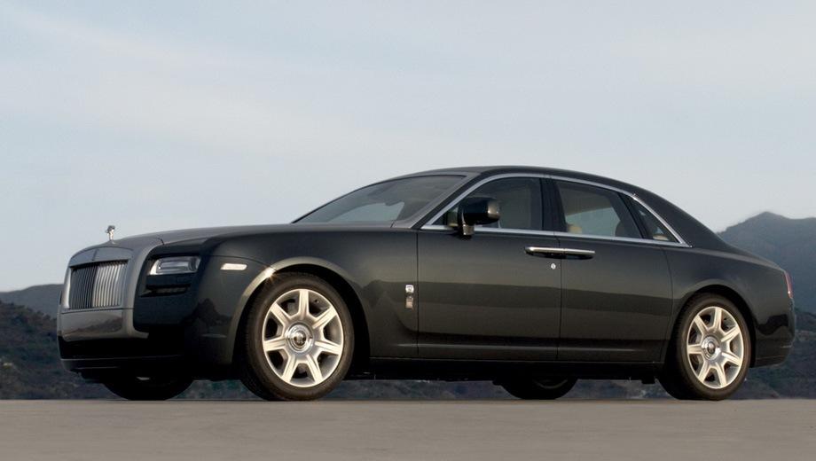 Rolls-Royce Ghost. Выпускается с 2010 года. Две базовые комплектации. Цена 32 975 900 руб.Двигатель 6.6, бензиновый. Привод задний. КПП: автоматическая.