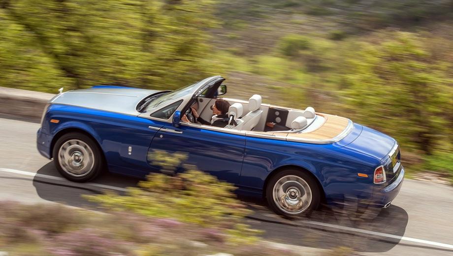 Rolls-Royce Phantom Drophead Coupe. Выпускается с 2008 года. Одна базовая комплектация. Цена 57 211 200 руб.Двигатель 6.7, бензиновый. Привод задний. КПП: автоматическая.