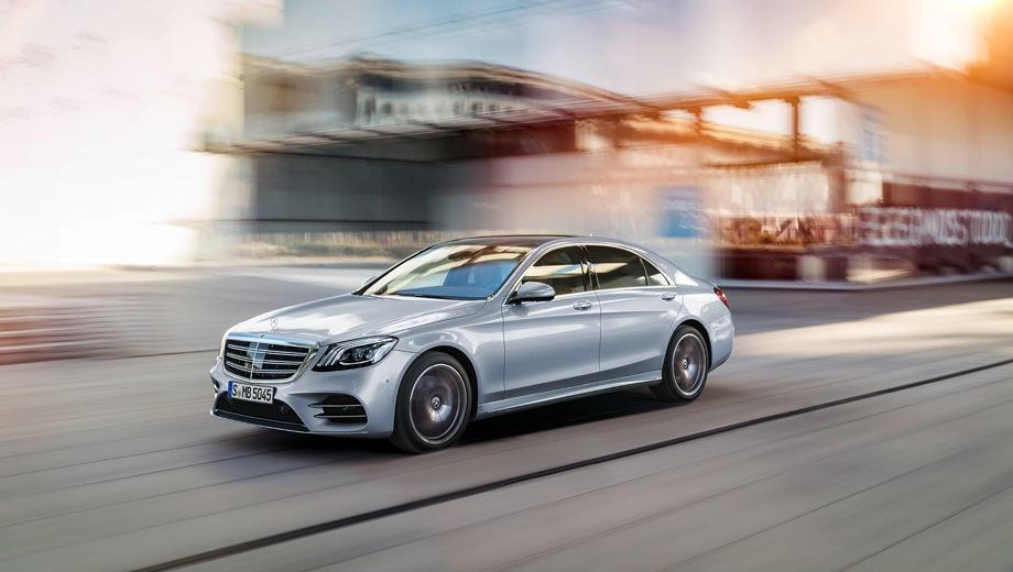 Mercedes-Benz S. Выпускается с 2013 года. Шесть базовых комплектаций. Цены от 6 780 000 до 12 460 000 руб.Двигатель от 2.9 до 6.0, бензиновый и дизельный. Привод задний и полный. КПП: автоматическая.