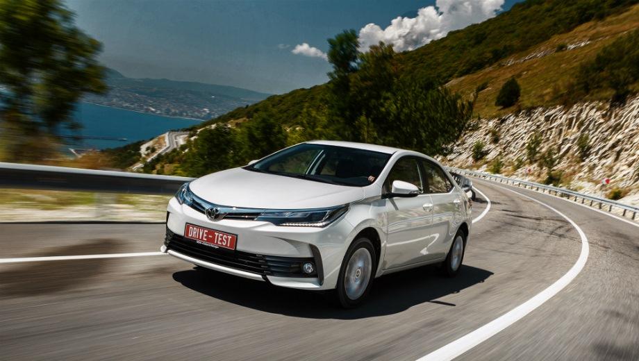 Toyota Corolla (2013). Выпускается с 2013 года. Двенадцать базовых комплектаций. Цены от 1 008 000 до 1 414 000 руб.Двигатель от 1.3 до 1.8, бензиновый. Привод передний. КПП: механическая и вариатор.