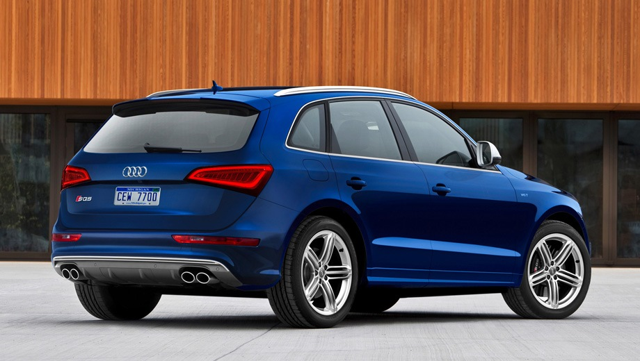 Audi SQ5 (2013). Выпускается с 2013 года. Одна базовая комплектация. Цена 3 790 000 руб.Двигатель 3.0, бензиновый. Привод полный. КПП: автоматическая.