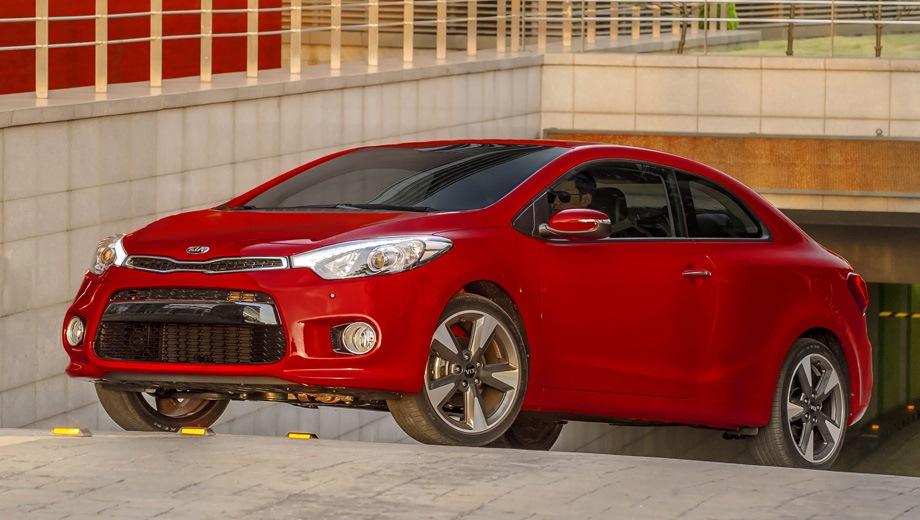 KIA Cerato Koup. Выпускается с 2013 года. Четыре базовые комплектации. Цены от 829 900 до 969 900 руб.Двигатель 2.0, бензиновый. Привод передний. КПП: механическая и автоматическая.