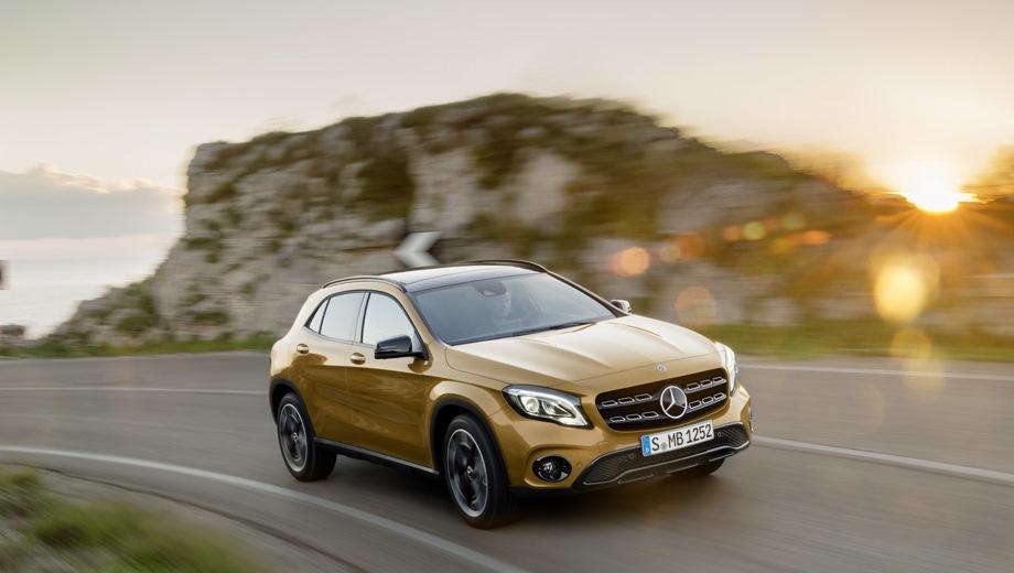 Mercedes-Benz GLA. Выпускается с 2013 года. Две базовые комплектации. Цены от 2 170 000 до 2 460 000 руб.Двигатель от 1.6 до 2.0, бензиновый. Привод передний и полный. КПП: роботизированная.