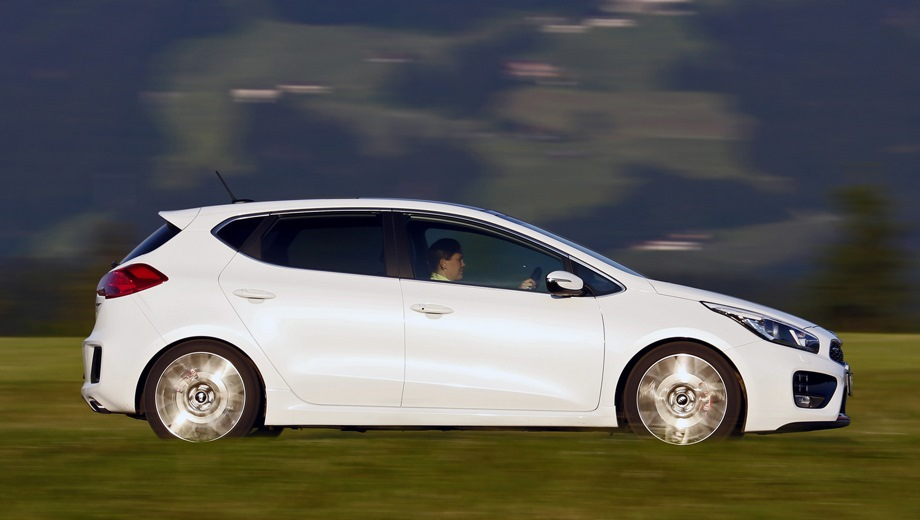 KIA Cee'd GT (2013). Выпускается с 2013 года. Одна базовая комплектация. Цена 1 194 900 руб.Двигатель 1.6, бензиновый. Привод передний. КПП: механическая.