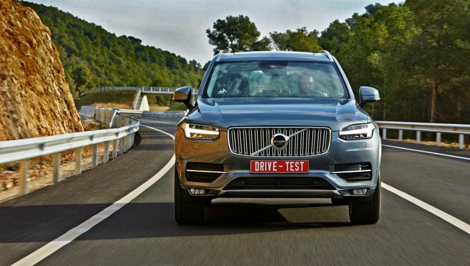 Volvo XC90 (2014). Выпускается с 2014 года. Пятнадцать базовых комплектаций. Цены от 3 919 000 до 8 670 000 руб.Двигатель 2.0, бензиновый, дизельный и гибридный. Привод полный. КПП: автоматическая.