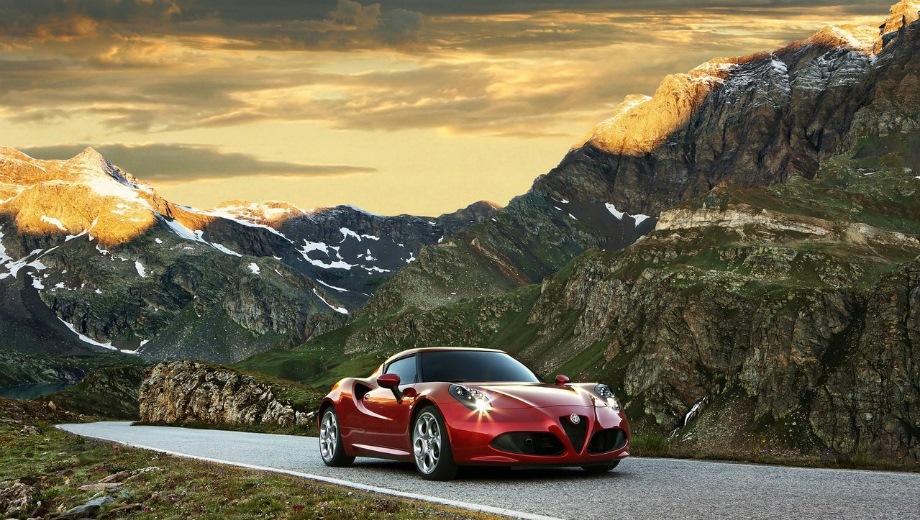 Alfa Romeo 4C. Выпускается с 2014 года. Одна базовая комплектация. Цена 4 100 000 руб.Двигатель 1.7, бензиновый. Привод задний. КПП: роботизированная.