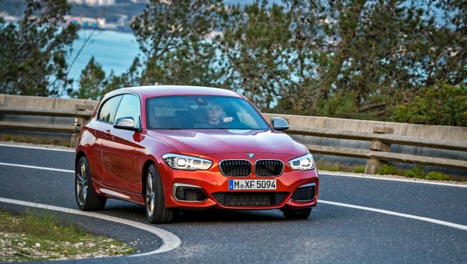 BMW M140i. Выпускается с 2012 года. Две базовые комплектации. Цены от 2 460 000 до 2 660 000 руб.Двигатель 3.0, бензиновый. Привод задний и полный. КПП: автоматическая.