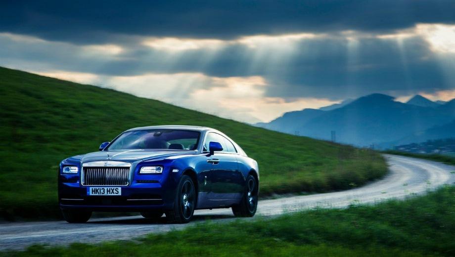 Rolls-Royce Wraith. Выпускается с 2013 года. Одна базовая комплектация. Цена 24 500 000 руб.Двигатель 6.6, бензиновый. Привод задний. КПП: автоматическая.