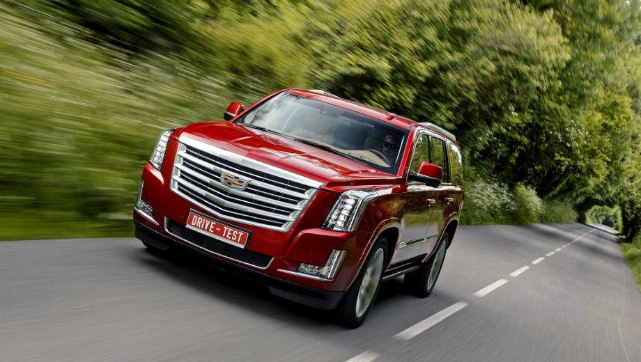 Cadillac Escalade. Выпускается с 2015 года. Шесть базовых комплектаций. Цены от 5 090 000 до 7 150 000 руб.Двигатель 6.2, бензиновый. Привод полный. КПП: автоматическая.