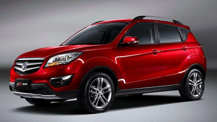Changan CS35 (2013). Выпускается с 2013 года. Четыре базовые комплектации. Цены от 869 900 до 999 900 руб.Двигатель 1.6, бензиновый. Привод передний. КПП: механическая и автоматическая.