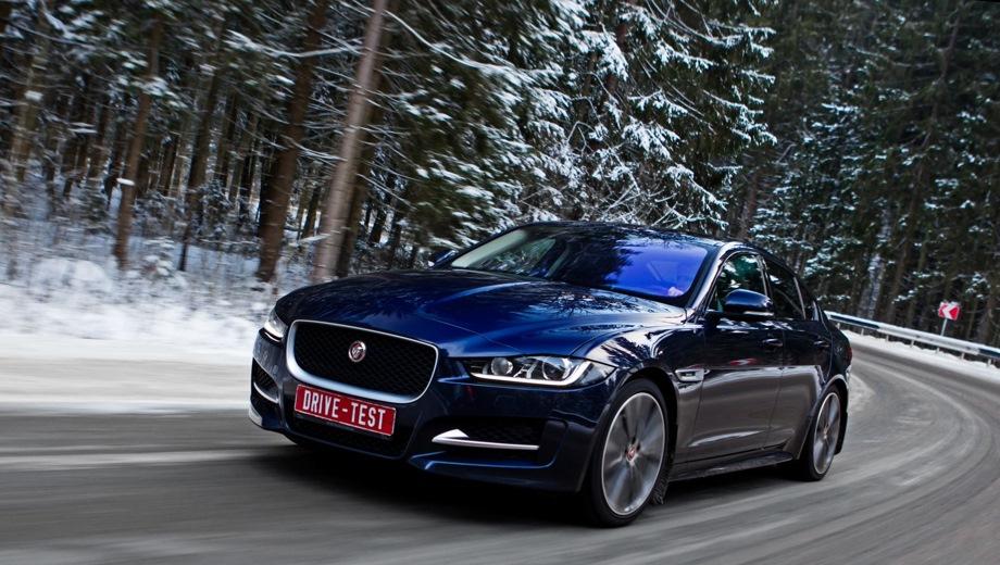 Jaguar XE. Выпускается с 2015 года. Тринадцать базовых комплектаций. Цены от 2 316 000 до 4 172 000 руб.Двигатель от 2.0 до 3.0, бензиновый и дизельный. Привод задний и полный. КПП: автоматическая.