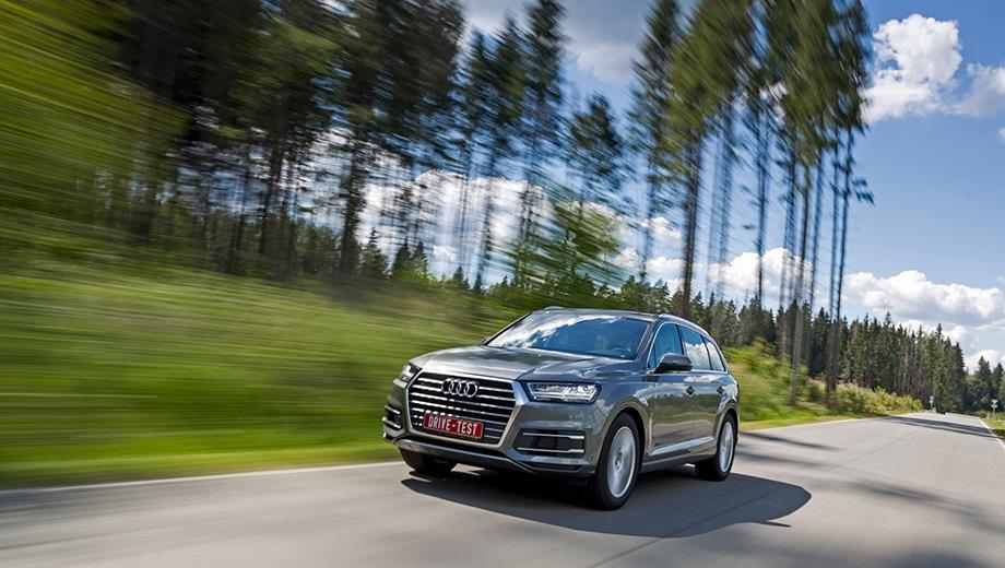 Audi Q7. Выпускается с 2015 года. Двенадцать базовых комплектаций. Цены от 3 995 000 до 5 405 000 руб.Двигатель от 2.0 до 3.0, бензиновый и дизельный. Привод полный. КПП: автоматическая.