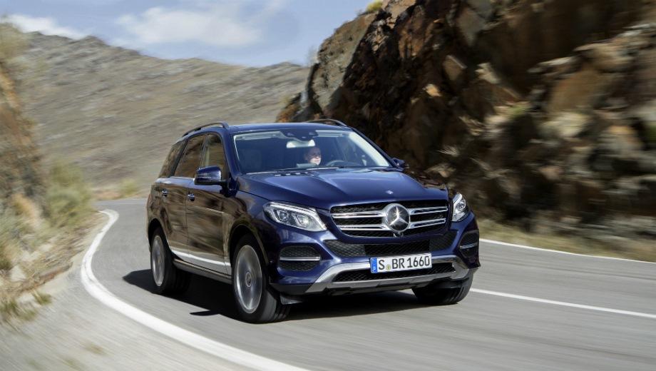 Mercedes-Benz GLE (2015). Выпускается с 2015 года. Пять базовых комплектаций. Цены от 4 030 000 до 5 380 000 руб.Двигатель от 2.1 до 3.5, дизельный, бензиновый и гибридный. Привод полный. КПП: автоматическая.