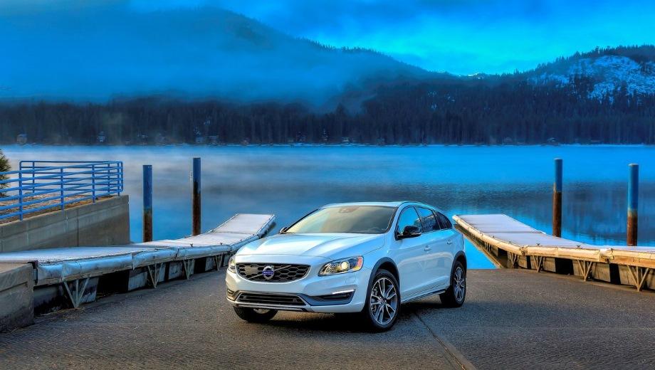 Volvo V60 Cross Country (2015). Выпускается с 2015 года. Девять базовых комплектаций. Цены от 2 195 000 до 2 600 000 руб.Двигатель от 2.0 до 2.4, дизельный и бензиновый. Привод передний и полный. КПП: автоматическая.