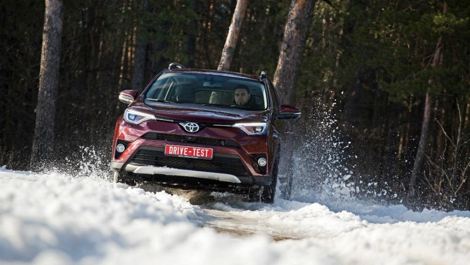 Toyota RAV4 (2015). Выпускается с 2015 года. Пятнадцать базовых комплектаций. Цены от 1 616 000 до 2 348 000 руб.Двигатель от 2.0 до 2.5, бензиновый и дизельный. Привод передний и полный. КПП: механическая, вариатор и автоматическая.