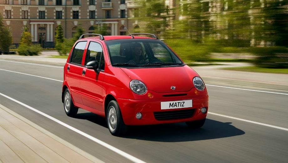 Ravon Matiz. Выпускается с 2015 года. Шесть базовых комплектаций. Цены от 314 000 до 414 000 руб.Двигатель 0.8, бензиновый. Привод передний. КПП: механическая.
