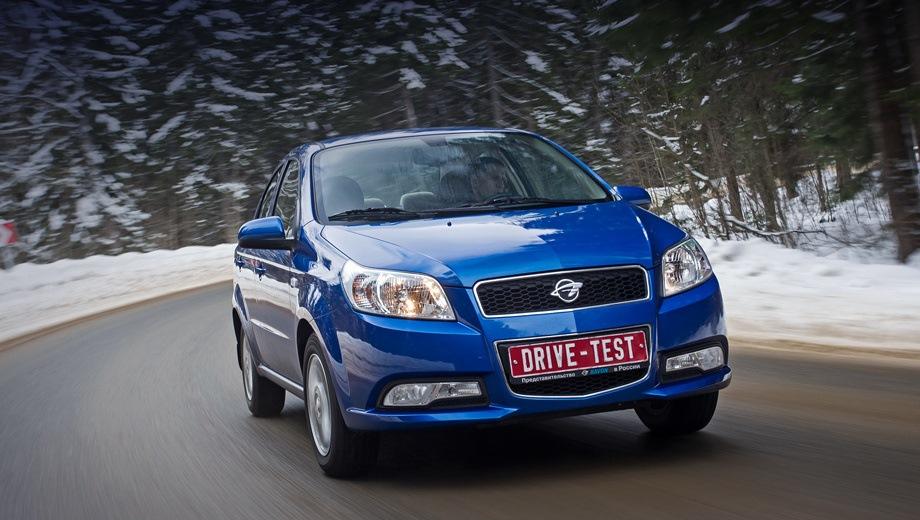 Ravon Nexia R3. Выпускается с 2015 года. Пять базовых комплектаций. Цены от 499 000 до 599 000 руб.Двигатель 1.5, бензиновый. Привод передний. КПП: механическая и автоматическая.