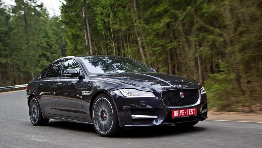 Jaguar XF. Выпускается с 2015 года. Семь базовых комплектаций. Цены от 3 377 000 до 5 002 000 руб.Двигатель от 2.0 до 3.0, бензиновый и дизельный. Привод задний и полный. КПП: автоматическая.