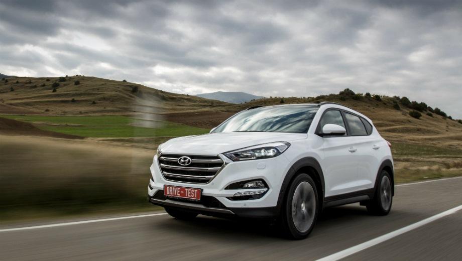 Hyundai Tucson (2015). Выпускается с 2015 года. Шестнадцать базовых комплектаций. Цены от 1 369 000 до 2 134 000 руб.Двигатель от 1.6 до 2.0, бензиновый и дизельный. Привод передний и полный. КПП: механическая, автоматическая и роботизированная.