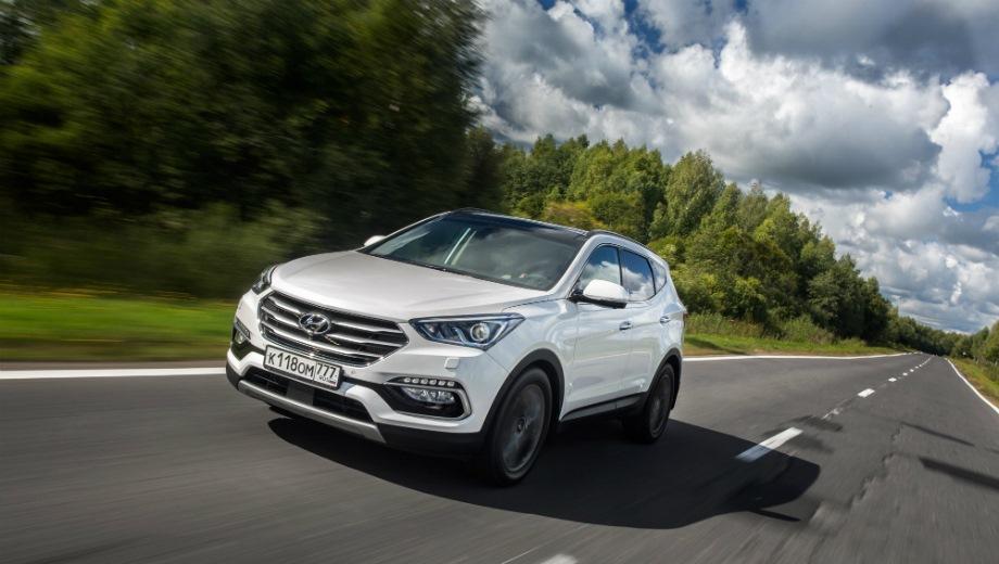Hyundai Santa Fe Premium. Выпускается с 2015 года. Семь базовых комплектаций. Цены от 1 964 000 до 2 459 000 руб.Двигатель от 2.2 до 2.4, бензиновый и дизельный. Привод полный. КПП: автоматическая.