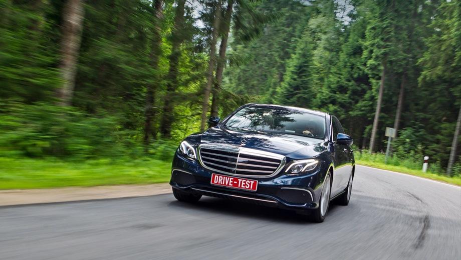 Mercedes-Benz E Sedan. Выпускается с 2016 года. Двенадцать базовых комплектаций. Цены от 3 090 000 до 4 720 000 руб.Двигатель от 2.0 до 3.0, дизельный, бензиновый и гибридный. Привод задний и полный. КПП: автоматическая.