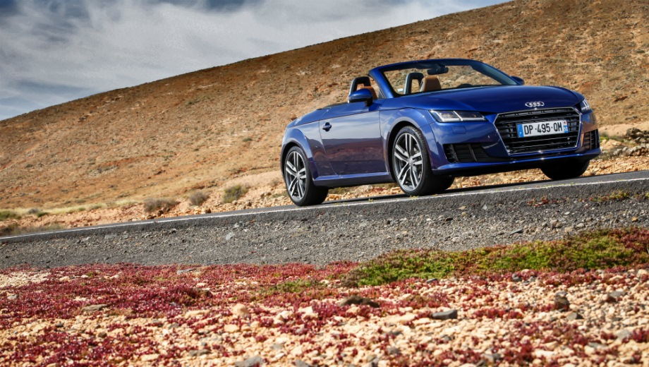 Audi TT Roadster. Выпускается с 2014 года. Пятнадцать базовых комплектаций. Цены от 2 305 000 до 2 970 000 руб.Двигатель от 1.8 до 2.0, бензиновый. Привод передний и полный. КПП: механическая и роботизированная.