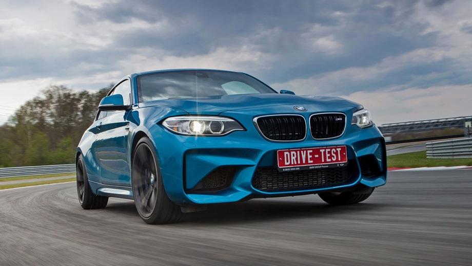 BMW M2. Выпускается с 2015 года. Две базовые комплектации. Цены от 3 590 000 до 3 922 000 руб.Двигатель 3.0, бензиновый. Привод задний. КПП: механическая и автоматическая.