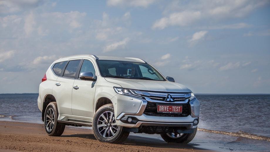 Mitsubishi Pajero Sport new. Выпускается с 2016 года. Шесть базовых комплектаций. Цены от 2 469 000 до 3 220 000 руб.Двигатель от 2.4 до 3.0, дизельный и бензиновый. Привод полный. КПП: механическая и автоматическая.