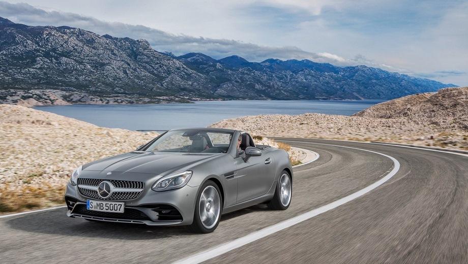 Mercedes-Benz SLC. Выпускается с 2015 года. Две базовые комплектации. Цены от 3 270 000 до 3 850 000 руб.Двигатель 2.0, бензиновый. Привод задний. КПП: автоматическая.