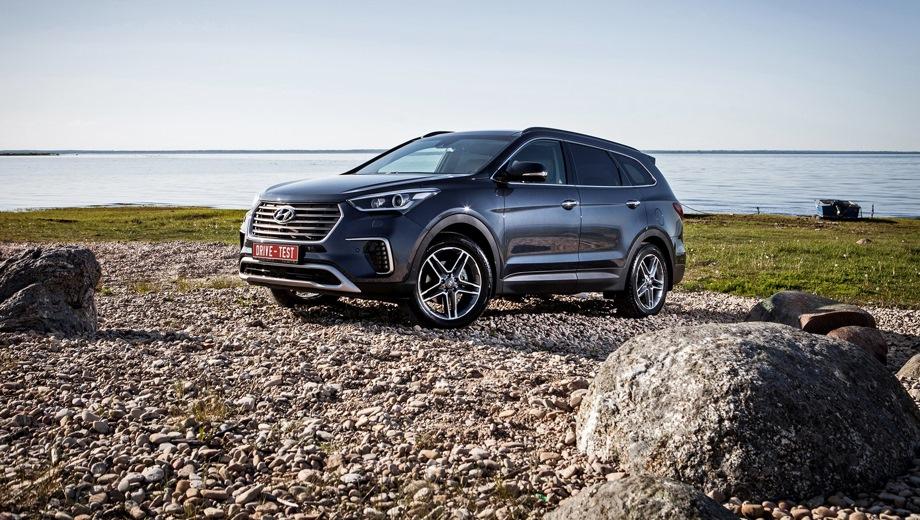Hyundai Grand Santa Fe. Выпускается с 2013 года. Шесть базовых комплектаций. Цены от 2 439 000 до 2 819 000 руб.Двигатель от 2.2 до 3.0, дизельный и бензиновый. Привод полный. КПП: автоматическая.