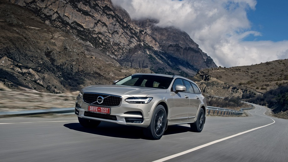 Volvo V90 Cross Country. Выпускается с 2016 года. Семь базовых комплектаций. Цены от 3 455 000 до 4 342 000 руб.Двигатель 2.0, бензиновый и дизельный. Привод полный. КПП: автоматическая.