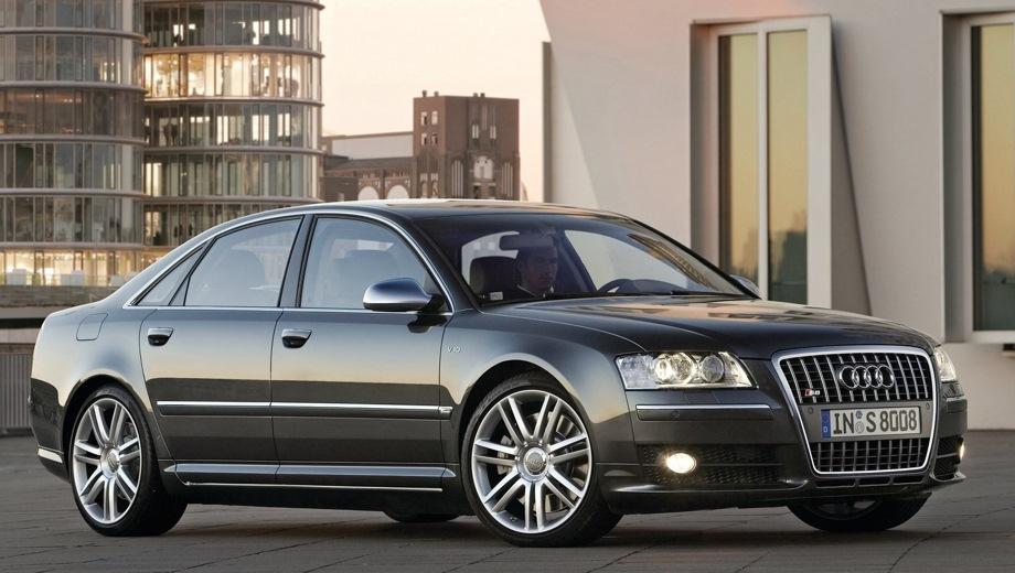 Audi S8 (2006). Выпускается с 2006 года. Одна базовая комплектация. Цена 4 958 800 руб.Двигатель 5.2, бензиновый. Привод полный. КПП: автоматическая.