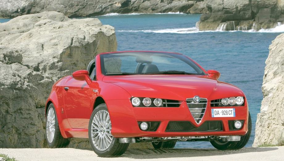 Alfa Romeo Spider. Выпускается с 2006 года. Четыре базовые комплектации. Цена пока неизвестна.Двигатель от 2.2 до 3.2, бензиновый. Привод передний и полный. КПП: механическая, роботизированная и автоматическая.