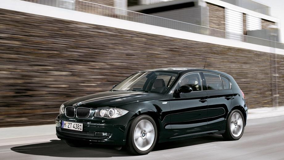 BMW 1-series 5D (2004). Выпускается с 2004 года. Шесть базовых комплектаций. Цены от 868 000 до 1 445 000 руб.Двигатель от 1.6 до 3.0, бензиновый и дизельный. Привод задний. КПП: механическая.