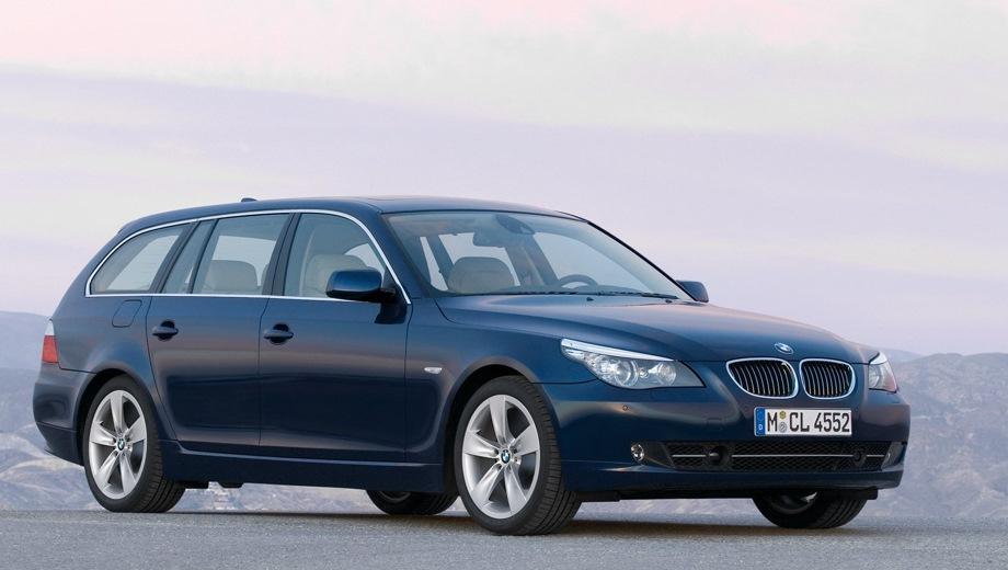 BMW 5-Series Touring (2004). Выпускается с 2004 года. Четыре базовые комплектации. Цены от 2 000 900 до 3 107 800 руб.Двигатель от 2.5 до 4.8, бензиновый и дизельный. Привод задний и полный. КПП: механическая.