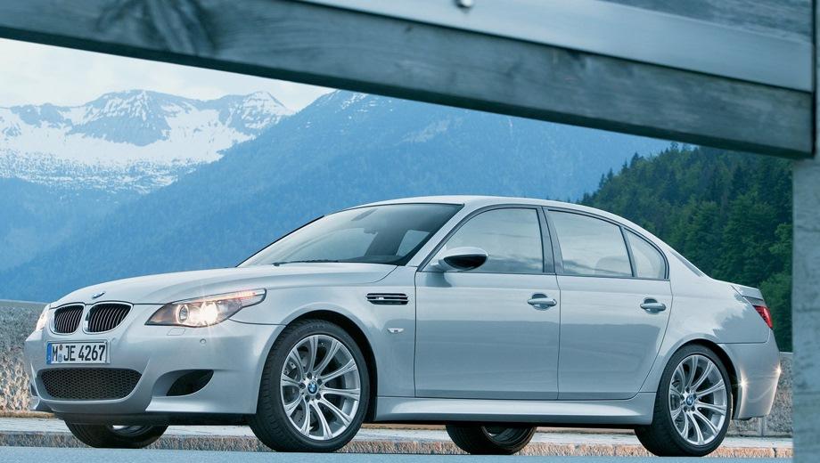 BMW M5 Limousine. Выпускается с 2004 года. Одна базовая комплектация. Цена 4 112 900 руб.Двигатель 5.0, бензиновый. Привод задний. КПП: роботизированная.