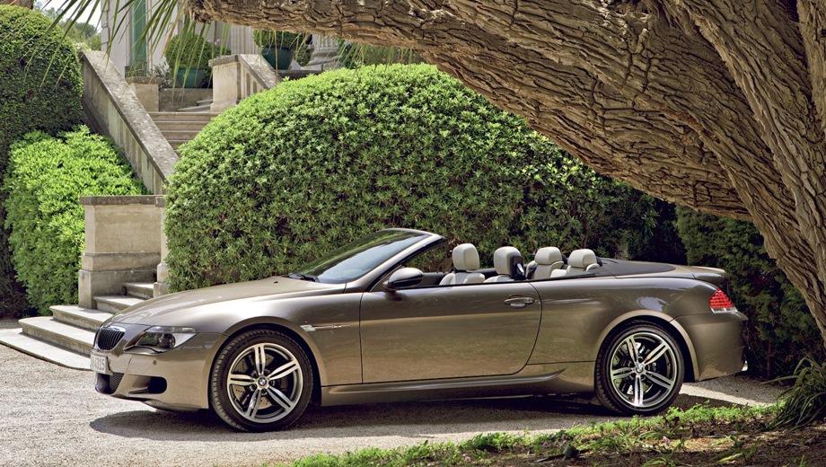 BMW M6 Cabrio (2004). Выпускается с 2004 года. Одна базовая комплектация. Цена 6 993 000 руб.Двигатель 5.0, бензиновый. Привод задний. КПП: автоматическая.
