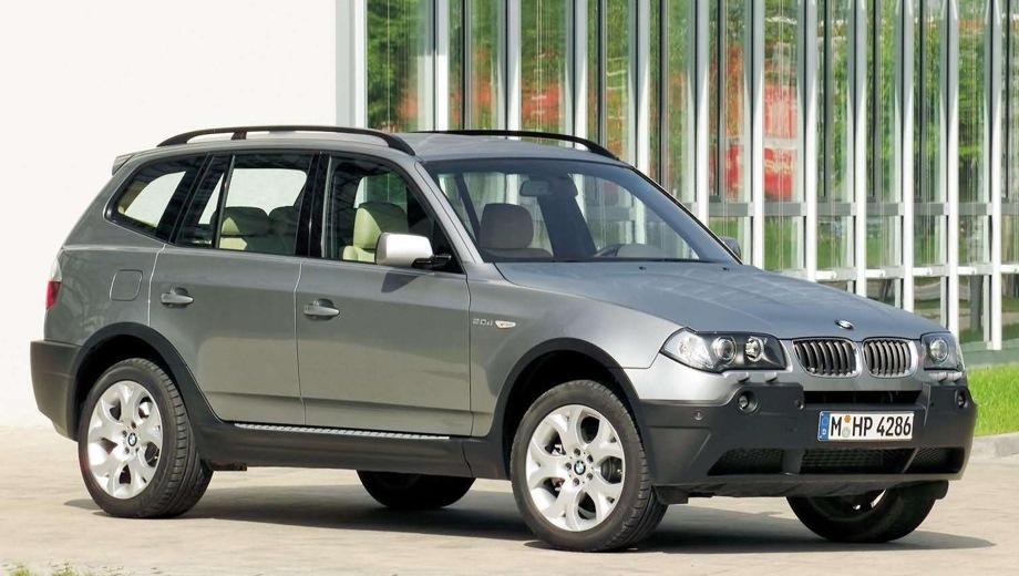 BMW X3 (2004). Выпускается с 2004 года. Одиннадцать базовых комплектаций. Цены от 1 555 000 до 2 422 000 руб.Двигатель от 2.0 до 3.0, дизельный и бензиновый. Привод полный. КПП: автоматическая и механическая.