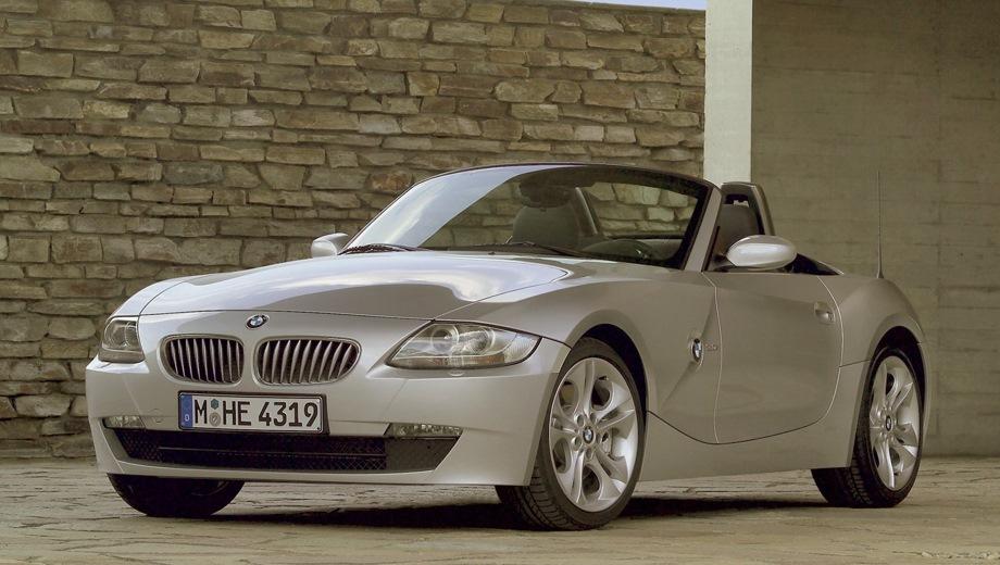 BMW Z4 Roadster (2002). Выпускается с 2002 года. Три базовые комплектации. Цены от 1 278 000 до 1 738 800 руб.Двигатель от 2.0 до 3.0, бензиновый. Привод задний. КПП: механическая.