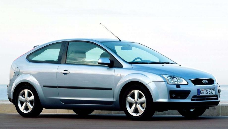 Ford Focus 3d. Выпускается с 2004 года. Восемь базовых комплектаций. Цены от 559 000 до 674 000 руб.Двигатель от 1.4 до 2.0, бензиновый и дизельный. Привод передний. КПП: механическая и автоматическая.