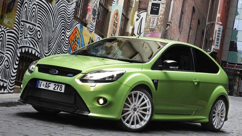 Ford Focus RS. Выпускается с 2009 года. Одна базовая комплектация. Цена 1 498 800 руб.Двигатель 2.5, бензиновый. Привод передний. КПП: механическая.