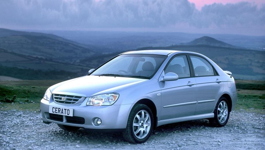 KIA Cerato (2004). Выпускается с 2004 года. Шесть базовых комплектаций. Цены от 479 000 до 559 000 руб.Двигатель 1.6, бензиновый. Привод передний. КПП: механическая и автоматическая.