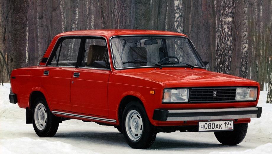 Lada 2105. Выпускается с 1980 года. Одна базовая комплектация. Цена 178 000 руб.Двигатель 1.6, бензиновый. Привод задний. КПП: механическая.