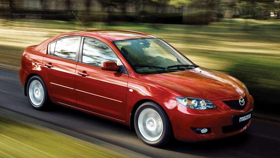 Mazda 3 Sedan (2003). Выпускается с 2003 года. Восемь базовых комплектаций. Цены от 568 000 до 800 000 руб.Двигатель от 1.6 до 2.0, бензиновый. Привод передний. КПП: механическая и автоматическая.