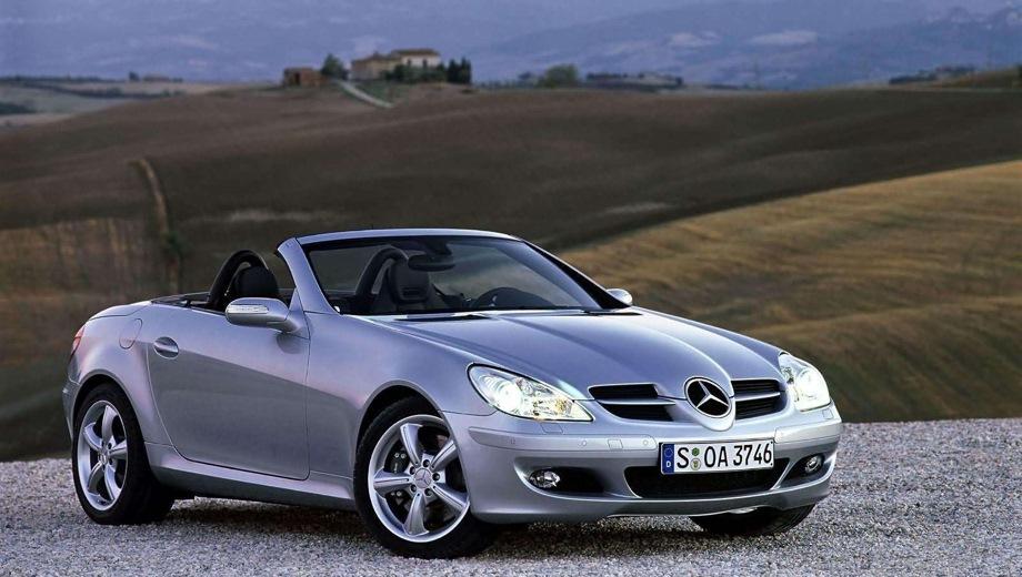 Mercedes-Benz SLK (2004). Выпускается с 2004 года. Две базовые комплектации. Цены от 1 730 000 до 1 870 000 руб.Двигатель от 1.8 до 3.0, бензиновый. Привод задний. КПП: механическая.