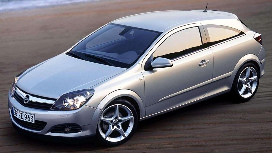 Opel Astra GTC (2005). Выпускается с 2005 года. Семь базовых комплектаций. Марка официально не представлена на российском рынке.Двигатель от 1.6 до 1.8, бензиновый. Привод передний. КПП: механическая, роботизированная и автоматическая.
