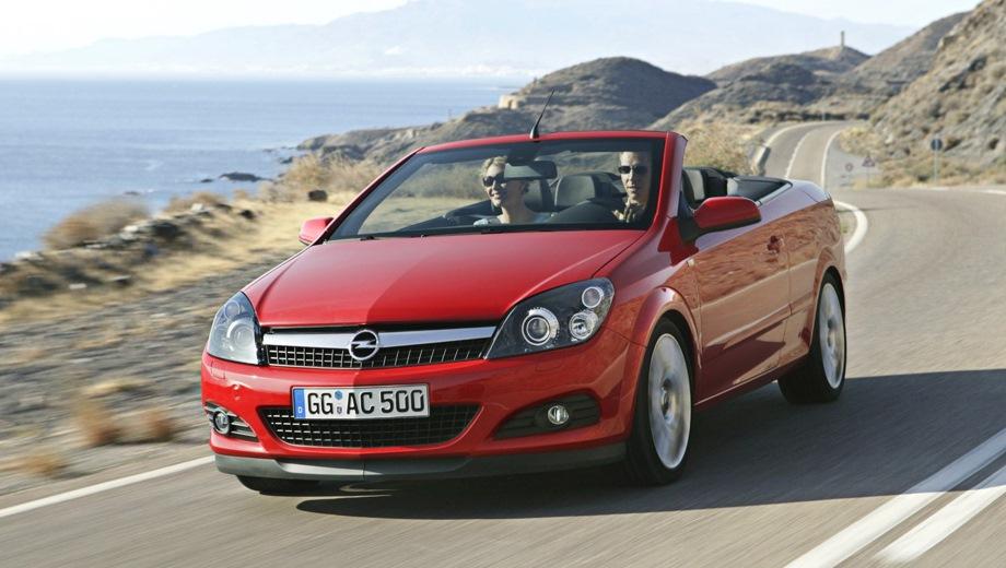 Opel Astra Twin Top. Выпускается с 2006 года. Пять базовых комплектаций. Цены от 901 600 до 1 071 600 руб.Двигатель от 1.8 до 2.0, бензиновый. Привод передний. КПП: механическая и автоматическая.