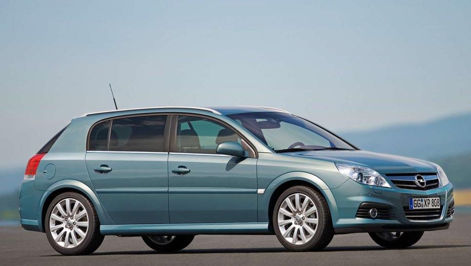 Opel Signum. Выпускается с 2003 года. Семь базовых комплектаций. Марка официально не представлена на российском рынке.Двигатель от 1.8 до 2.8, бензиновый. Привод передний. КПП: механическая, роботизированная и автоматическая.
