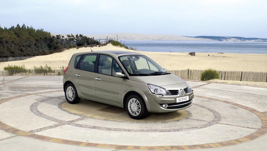 Renault Scenic (2003). Выпускается с 2003 года. Восемь базовых комплектаций. Цены от 763 500 до 926 900 руб.Двигатель от 1.6 до 2.0, бензиновый. Привод передний. КПП: механическая и автоматическая.