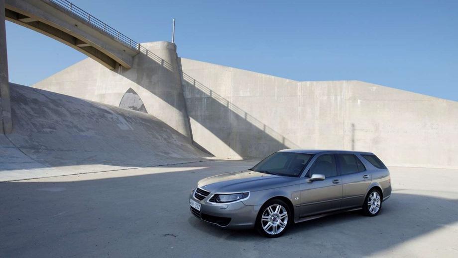 Saab 9-5 Sport Combi. Выпускается с 1998 года. Шесть базовых комплектаций. Марка официально не представлена на российском рынке.Двигатель от 2.0 до 2.3, бензиновый. Привод передний. КПП: механическая и автоматическая.